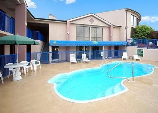 Quality Inn Hillsville: Pool