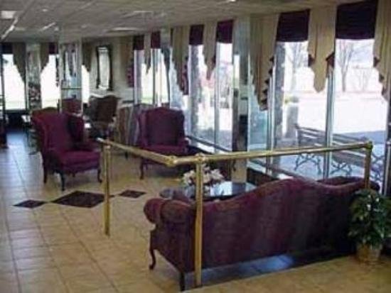 Quality Inn &amp; Suites: Lobby