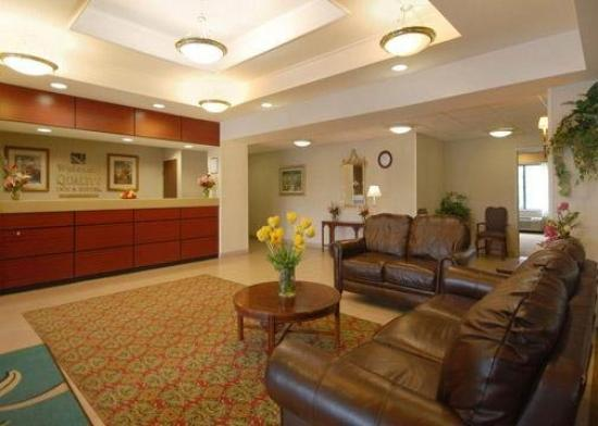 Quality Inn &amp; Suites Airport: Lobby