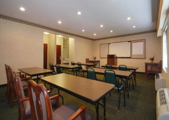 Quality Inn &amp; Suites Airport: Meeting Room