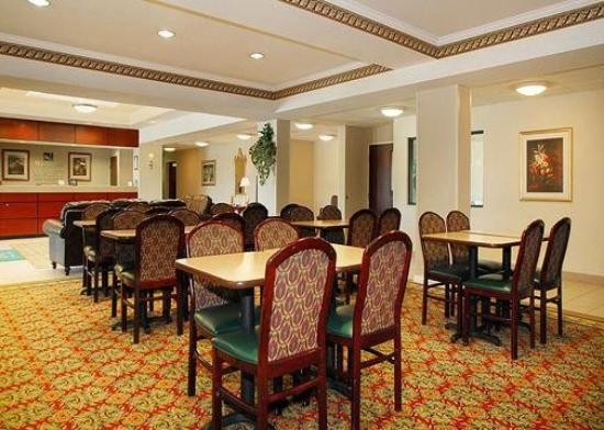 Quality Inn & Suites Airport: Restaurant