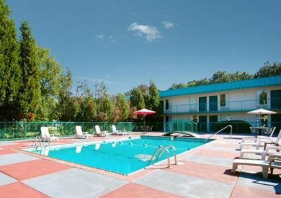 Econo Lodge Inn & Suites: Pool -OpenTravel Alliance - Pool View-