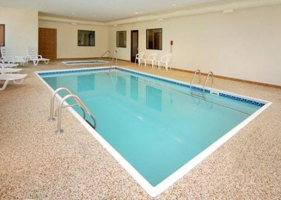 Quality Inn Durand: Pool