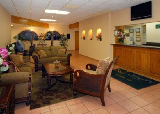 Quality Inn Airport: Lobby