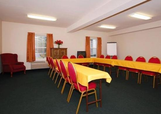 Quality Inn & Suites: Meeting Room