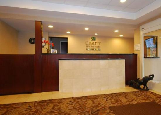 Quality Inn &amp; Suites: Front Desk