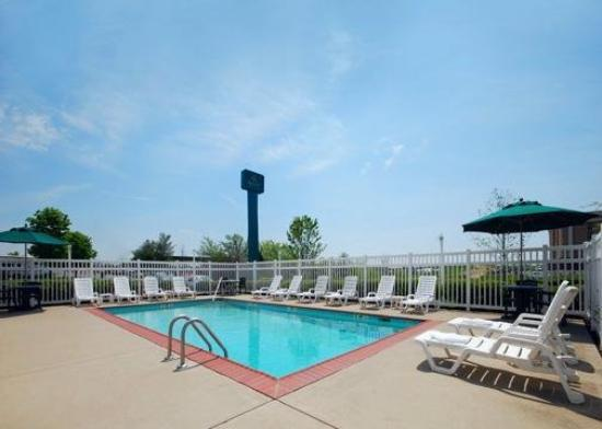 Quality Inn & Suites Mount Juliet: Pool