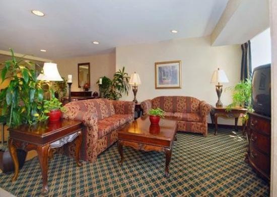 Quality Inn & Suites Mount Juliet: Lobby