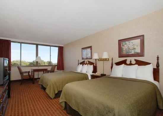 Quality Inn Coliseum: Guest Room