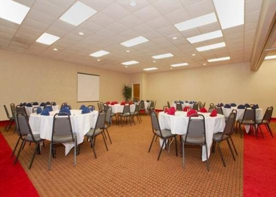 Quality Inn Coliseum: Meeting Room