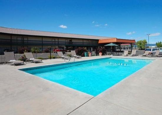 Quality Inn & Suites Goldendale: Pool