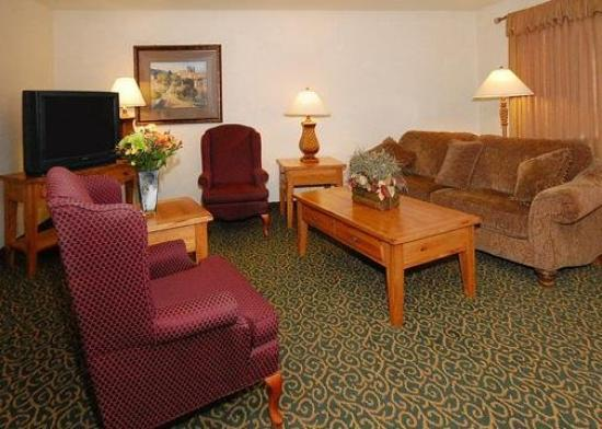 Quality Inn & Suites Goldendale: Lobby