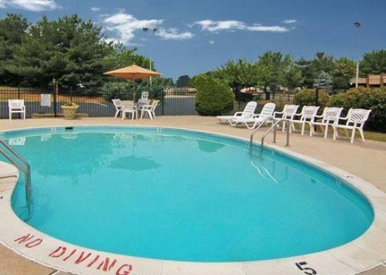 Quality Inn near Potomac Mills: Pool