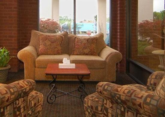 Quality Inn near Potomac Mills: Lobby