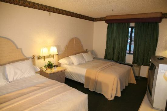 Lucky Club Casino and Hotel: Guest Room