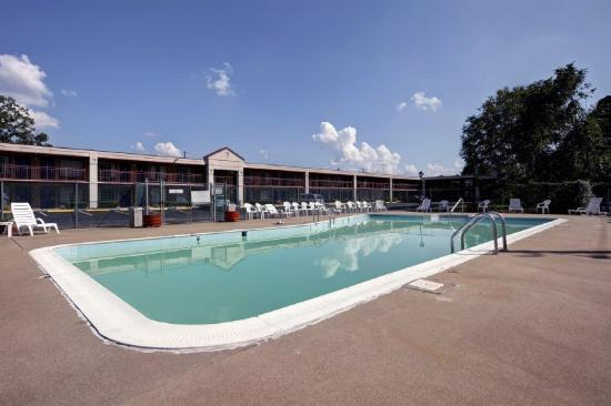 America&#39;s Best Value Inn Fredericksburg: Pool