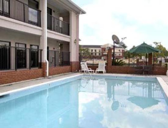 Ramada Limited Port Savannah/Port Wentworth: Pool