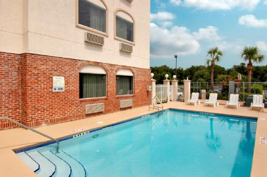 Red Roof Inn &amp; Suites Ocala: pool