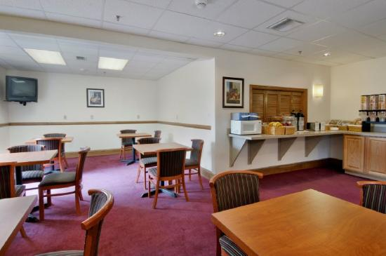 Red Roof Inn &amp; Suites Ocala: Breakfast Area