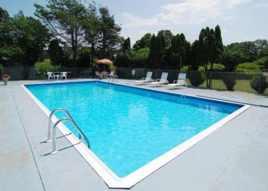 Rodeway Inn Waterford: Pool