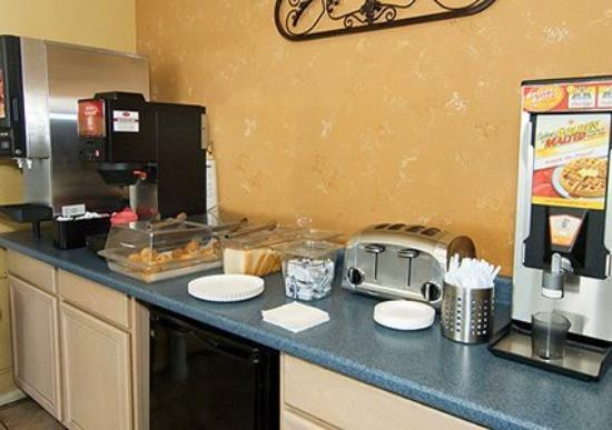 Mid Towne Inn and Suites: TXF