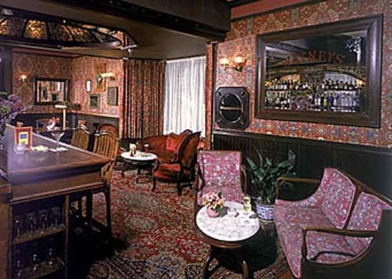 Mendocino Hotel and Garden Suites: Bar/Lounge