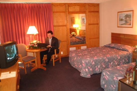 Groton Inn and Suites: Suite