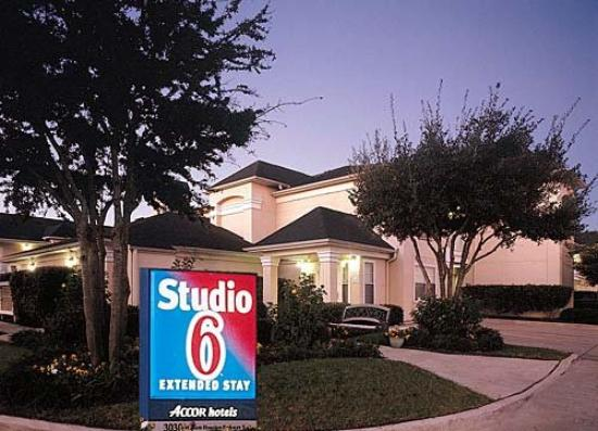 ‪Studio 6 Houston - Westchase‬