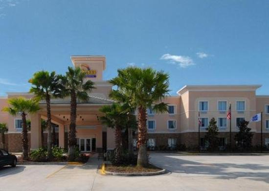 Sleep Inn &amp; Suites: Exterior