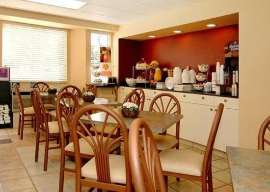 Sleep Inn & Suites Riverfront - Ellenton: Breakfast Room