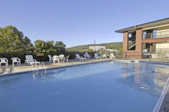 Lodge at the Falls: Pool