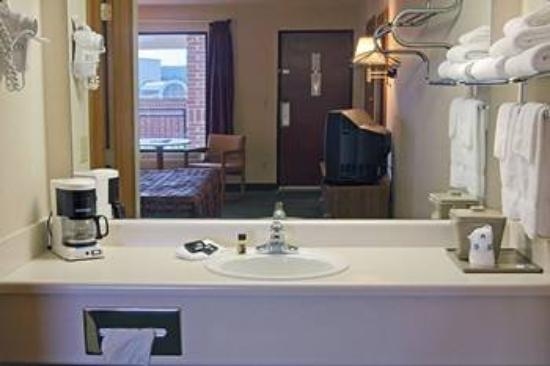 Lodge at the Falls: Bathroom