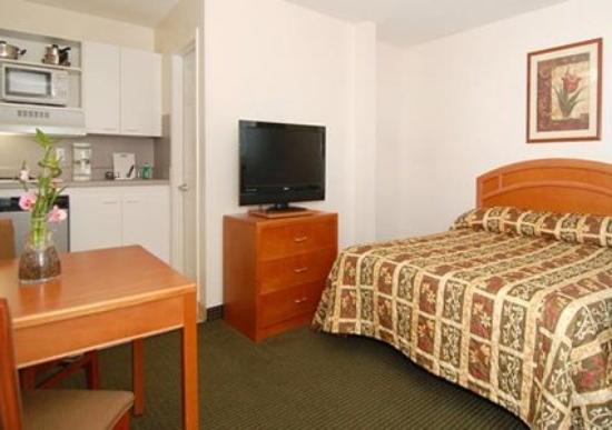 ‪‪Suburban Extended Stay Abercorn‬: Guest Room -OpenTravel Alliance - Guest Room-‬