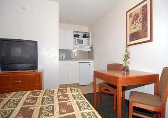 Suburban Extended Stay Abercorn: Guest Room -OpenTravel Alliance - Guest Room-