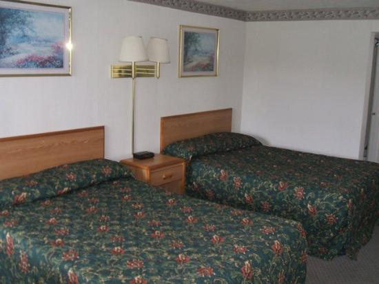 Red Carpet Inn Phelps: Guestroom