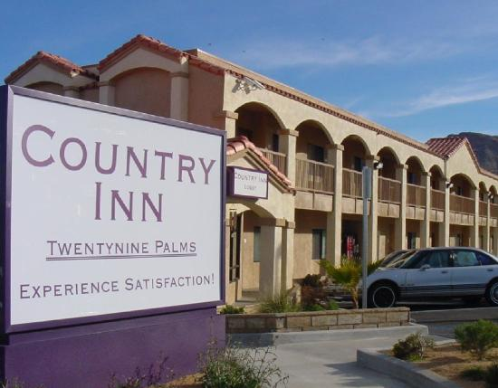 Country Inn 29 Palms: Country Inn Exterior
