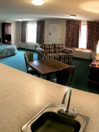 Enterprise Inn &amp; Suites: Suite