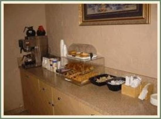Kensington Inn: Free Continental Breakfast