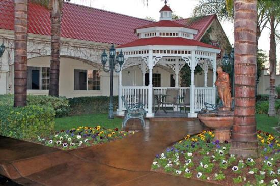 Dynasty Suites Redlands: Gazebo