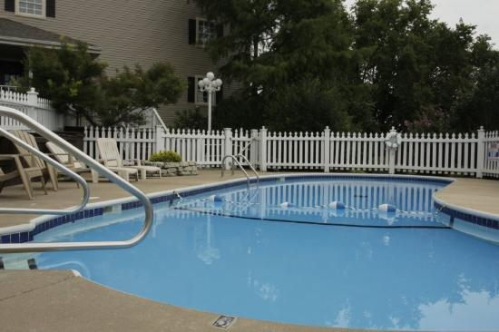 ‪‪Gazebo Inn‬: Outdoor Pool‬