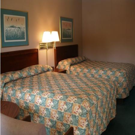 Red Carpet Inn Wilkesboro: Non smoking with 2 beds
