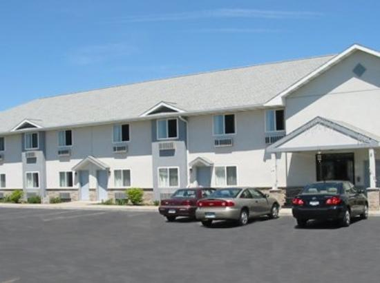 Red Carpet Inn & Suites Canandaigua: Exterior View