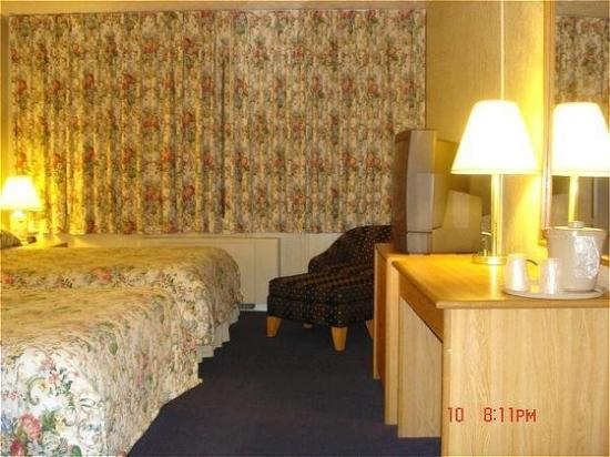 Red Carpet Inn And Suites: Guest Room
