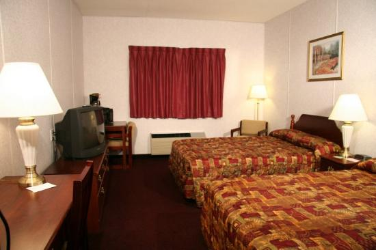 Marquis Plaza and Suites: Guest Room