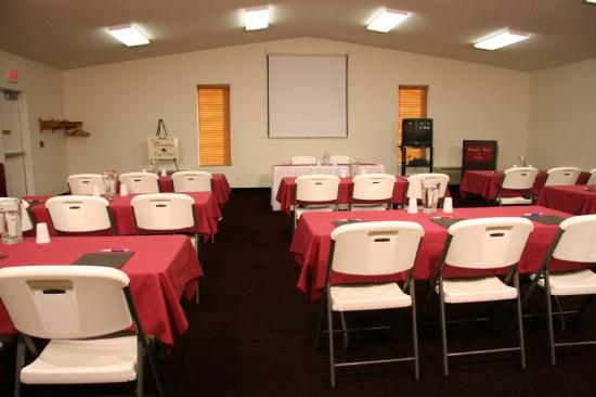 Marquis Plaza and Suites: Meeting Room