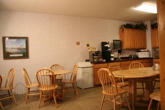 Marquis Plaza and Suites: BREAKFAST ROOM