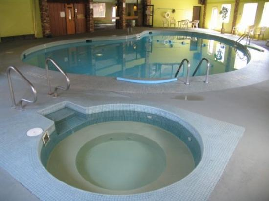 East Dubuque, IL: Pool Hot Tub