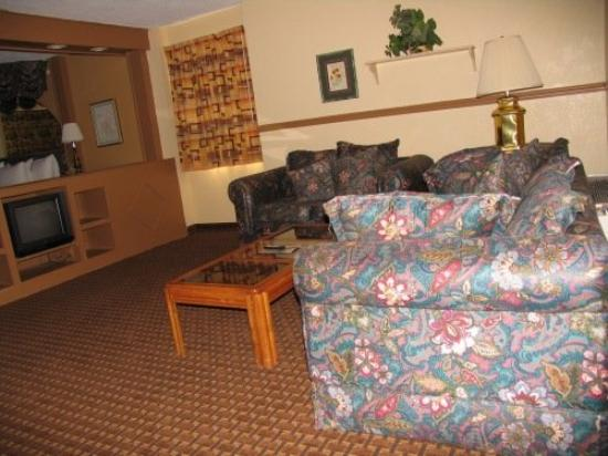 East Dubuque, IL: Whirlpool Sitting Area