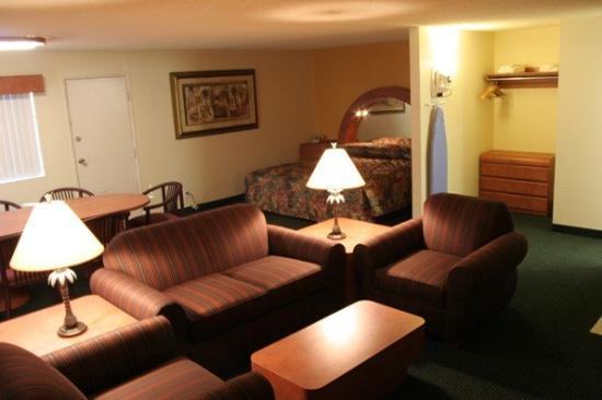 University Inn &amp; Suites Tallahassee: Room
