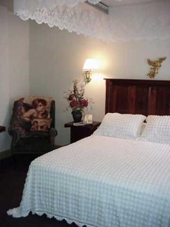 Inn At Lenora's: Other Hotel Services/Amenities